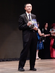 Sasquan Worldcon 2015 Ken Liu with book and Hugo