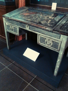 Virginia Woolf's writing desk (photo by Delilah S. Dawson)